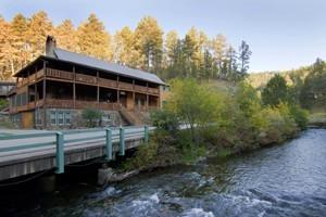 Hisega Lodge : Historic Rapid City Lodge tucked in natural beauty.