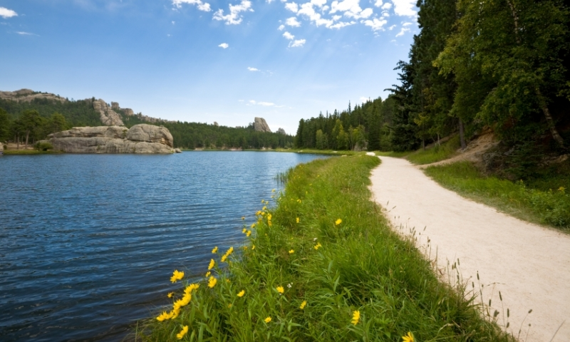 Trail around Sylvan Lake